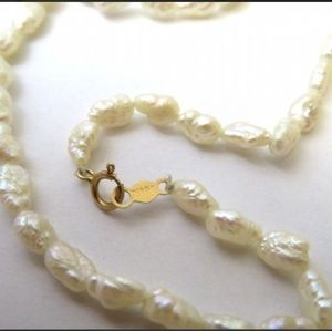 Beautiful New14K Gold and Rice Pearl necklace.